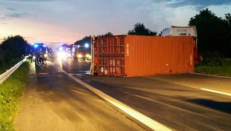 Новости: На А57 перевернулся грузовик с химикатами