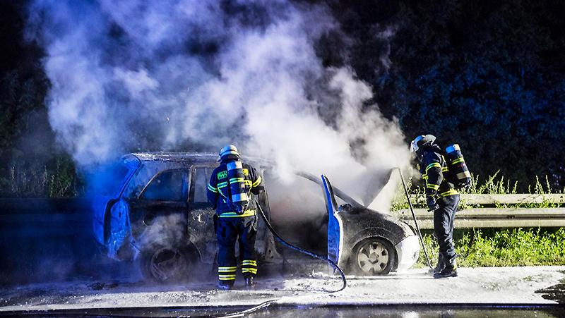 Новости: На автостраде сгорел автомобиль с водителем