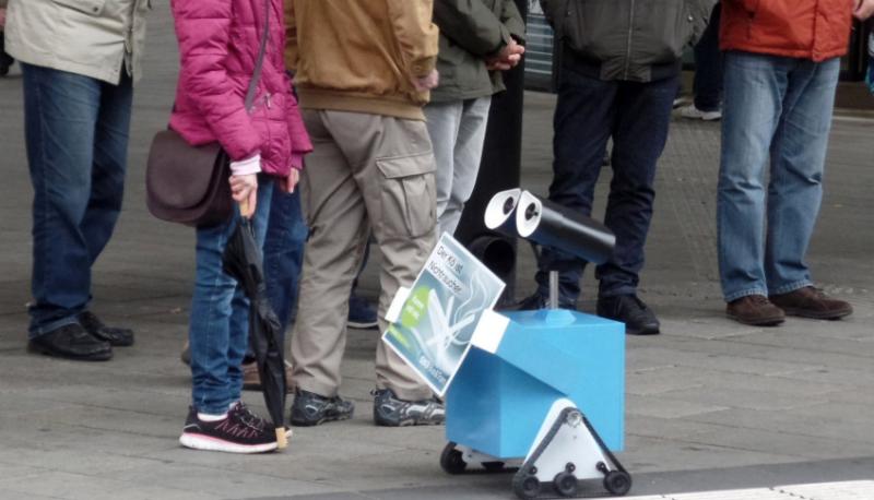 Новости: Синий робот цепляется к курильщикам
