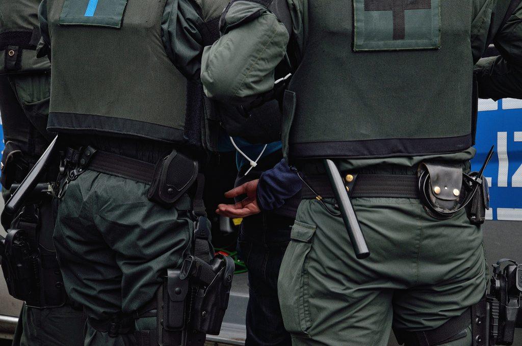 Происшествия: Охранники центра приема беженцев жестоко избили 28-летнего мигранта