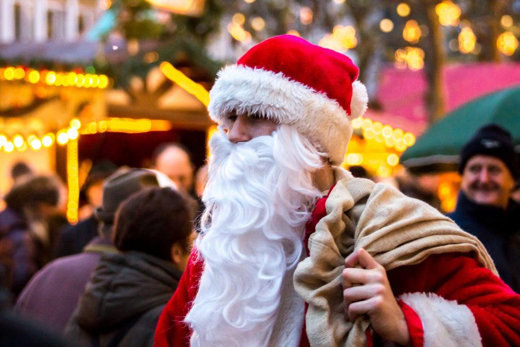 Деньги: Сколько в этом году будут стоить услуги Санта-Клауса?
