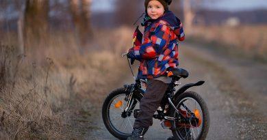 Теперь родителям разрешается ездить на велосипеде по тротуару рядом с ребенком