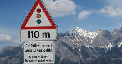 Во французских Пиренеях в результате схождения лавины погибла женщина
