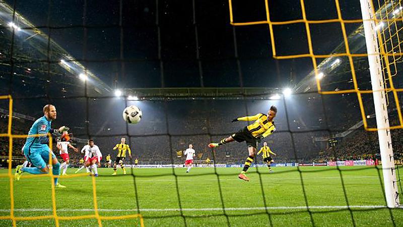 Футбол: Бундеслига. Обамейянг-17