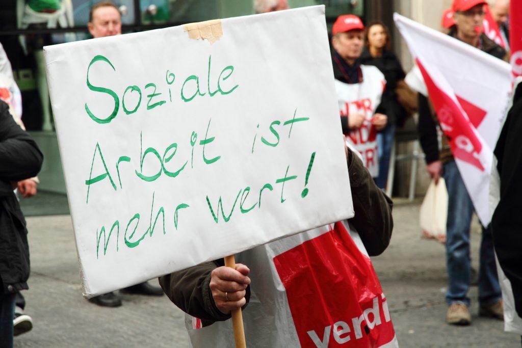 Общество: В четверг по всей Германии прошли забастовки работников госслужб