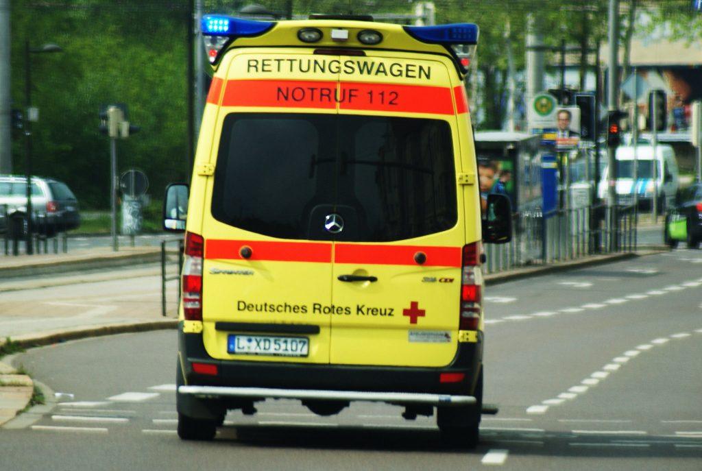 Происшествия: В Берлине неизвестный мужчина на улице облил женщину кислотой