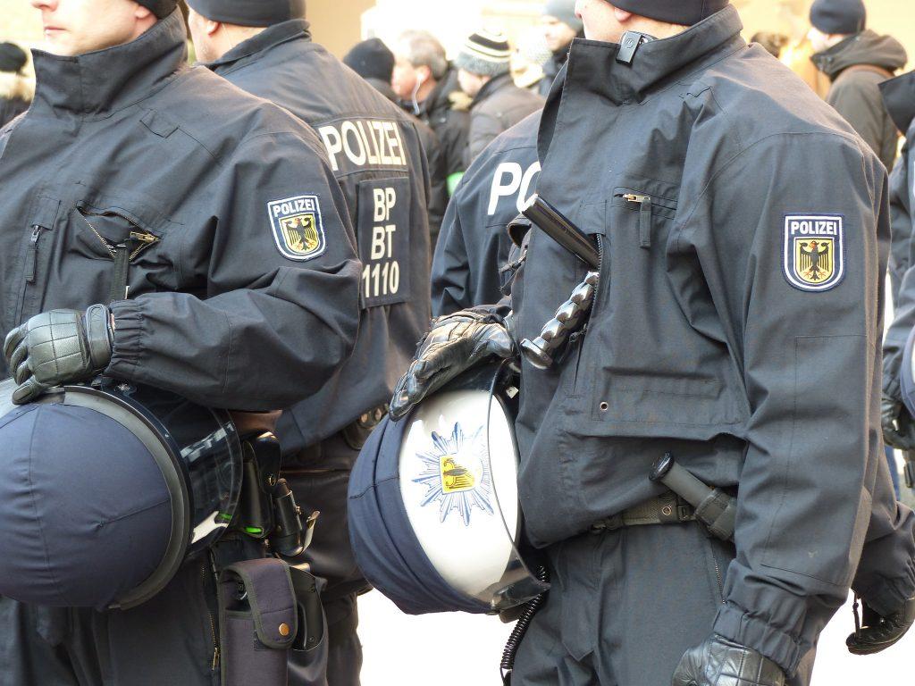 Закон и право: Правительственный шпионаж: полиция обыскивает квартиры членов Ditib