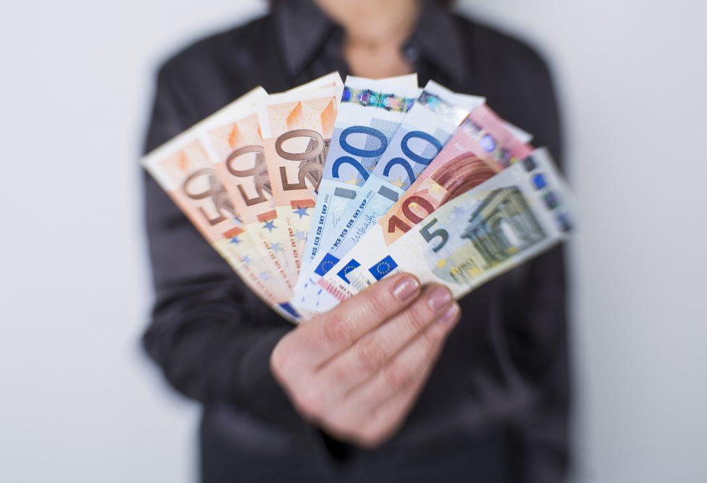 Новости: Во Фрайзинге женщина обнаружила €26 тыс и отнесла их в полицию