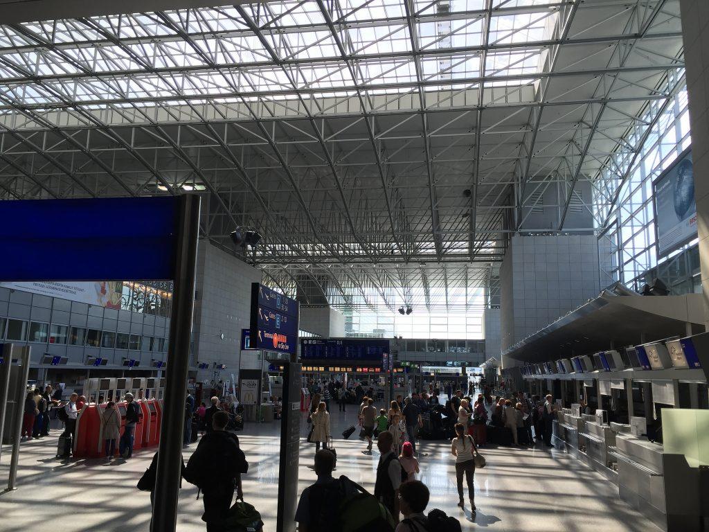 Происшествия: В аэропорту Франкфурта женщине пришлось доказывать, что она кормящая мать