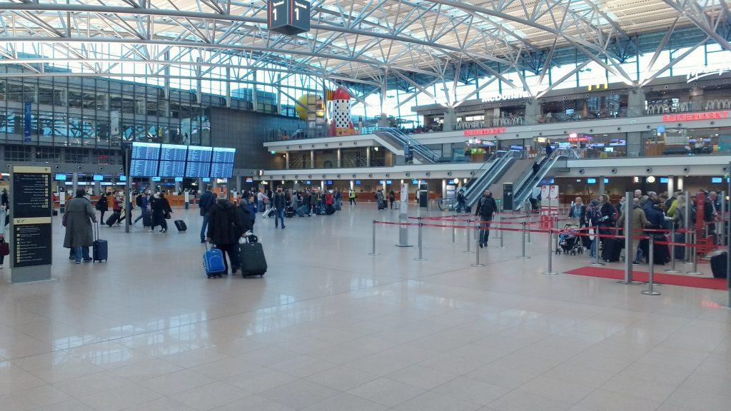 Происшествия: В аэропорту Гамбурга люди снова жалуются на раздражающий газ