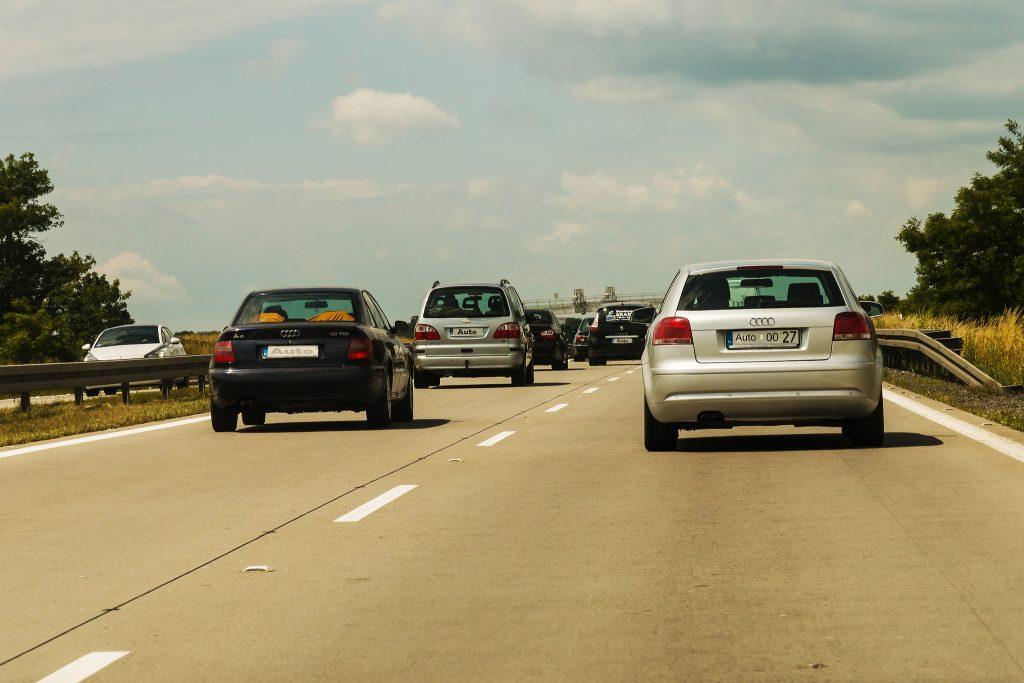 Общество: Автомобилистов Германии призывают отказаться от использования транспортных средств до Пасхи
