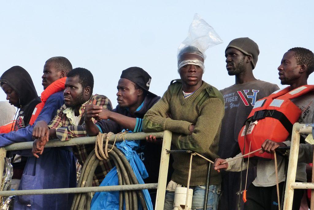 Политика: Оппозиция требует немедленно депортировать всех беженцев из Северной Африки