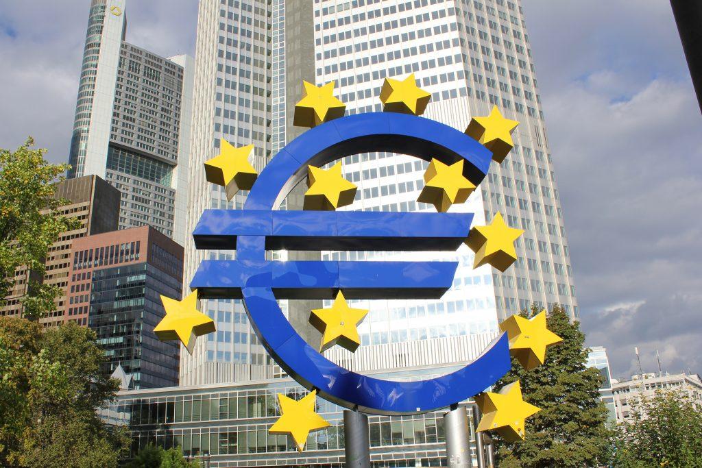 Отовсюду обо всем: Нидерланды могут отказаться от европейской валюты
