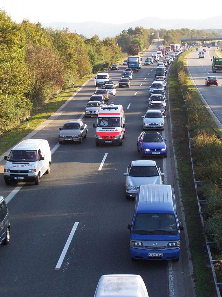 Закон и право: Из-за отсутствия полосы для проезда спасателям пришлось бежать до места аварии 2 км