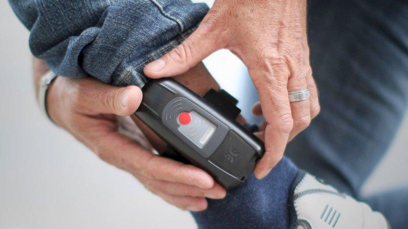 Новости: В Кабмине утвердили законопроект об электронных браслетах для предполагаемых террористов