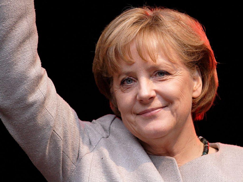 Политика: Ангела Меркель выступает за сохранение двойного гражданства