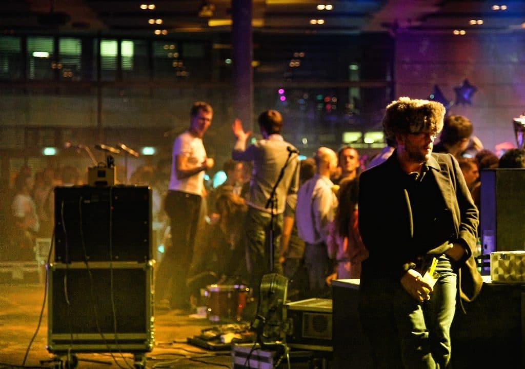 Общество: Большинство немцев выступает за «танцевальный запрет» в канун Пасхи