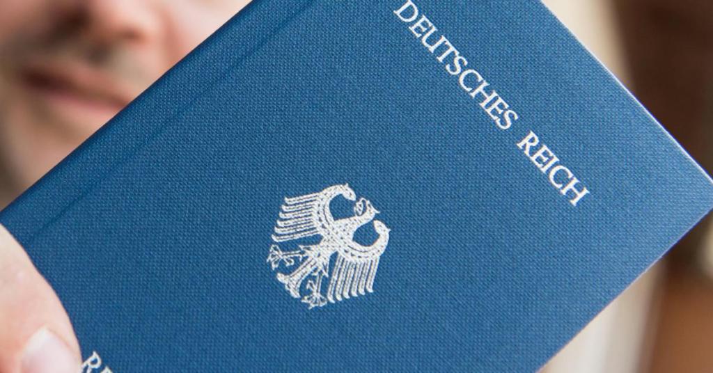 Общество: Граждане рейха: около 400 жителей Берлина не признают ФРГ