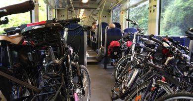 Путешествие в поезде с велосипедом