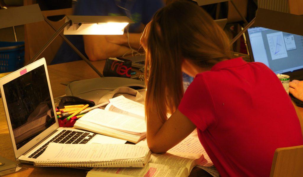 Новости: Каждый третий студент досрочно бросает учебу