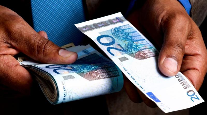 Деньги: В каком случае начальник обязан выплатить €40?