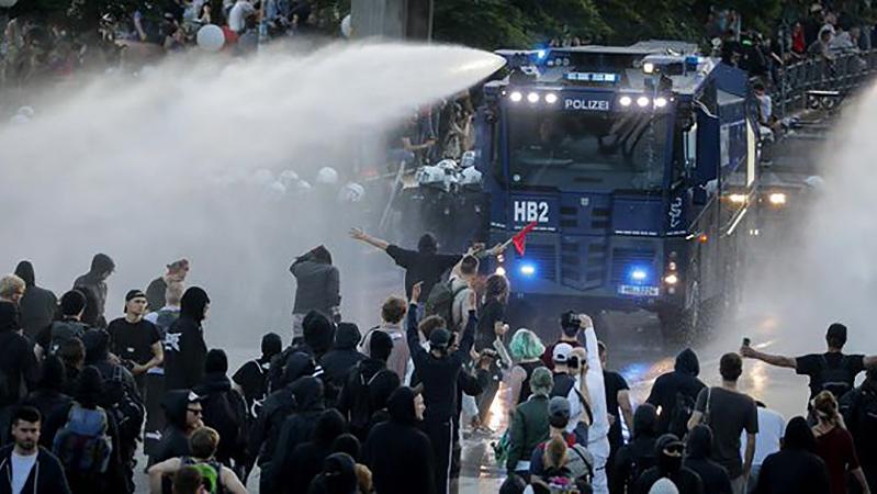 Дополнительные 500 полицейских и бойцов Нацгвардии вышли на дежурство в правительственном квартале Киева - Цензор.НЕТ 2393