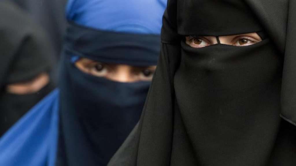 Общество: Турецкая община поддерживает запрет на ношения никаба в школах