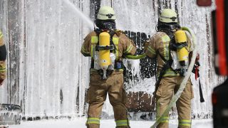 Пожар и взрыв газовых баллонов на складе в Панкове