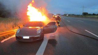 В Аугсбурге на автобане А8 сгорел Porsche