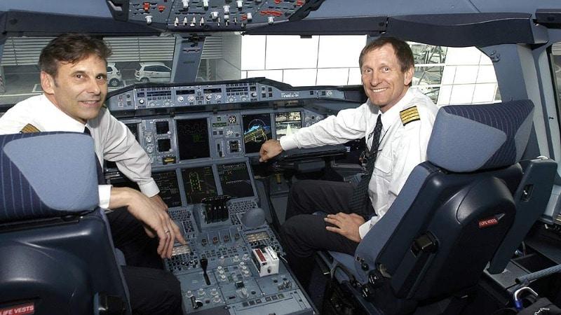 Деньги: Сколько зарабатывает пилот самолета?