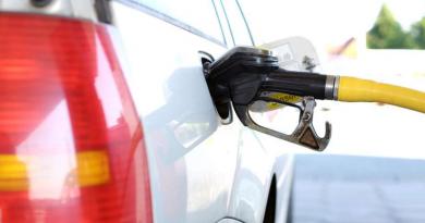 Можно ли сэкономить на топливе, не заправляя полный бак?