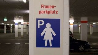 Могут ли мужчины воспользоваться парковочным местом для женщин?