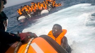 АдГ хочет перекрыть беженцам кислород