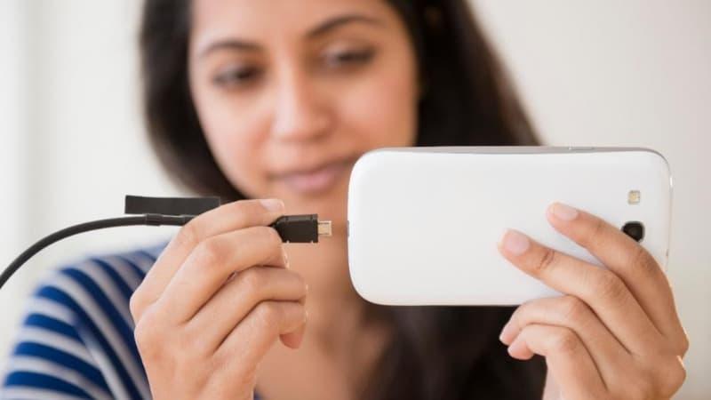 Полезные советы: Можно ли заряжать собственный мобильный телефон в офисе?