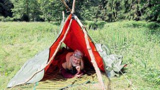Мужчину, живущего в лесу 26 лет, вынуждают платить алименты