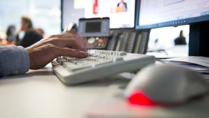 Закон и право: В каком случае за личную переписку на рабочем месте могут уволить?