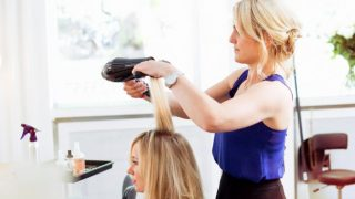 Сколько зарабатывают обучающиеся парикмахеры?