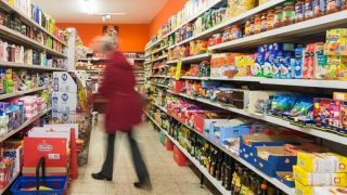 Ваши права в супермаркете: кто заплатит за товар, испорченный во время покупки?