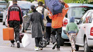 Беженцы активно перевозят родственников в Германию