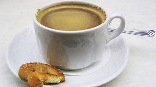 Суд постановил: кофе с булкой — это не завтрак