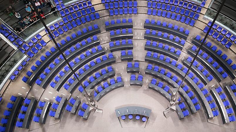 Политика: В Бундестаге добавляют и делят кресла