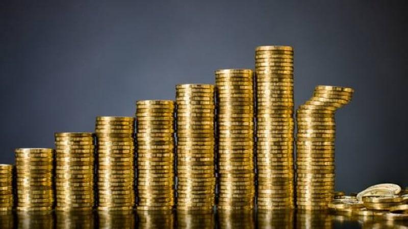 Деньги: Как правильно вложить деньги: советы для разных возрастных групп