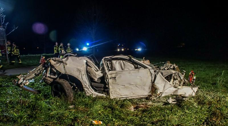 Происшествия: Водитель выжил в ужасном ДТП и отругал своих спасателей