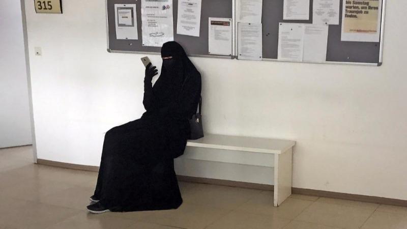 Общество: Ни одна женщина не должна носить бурку