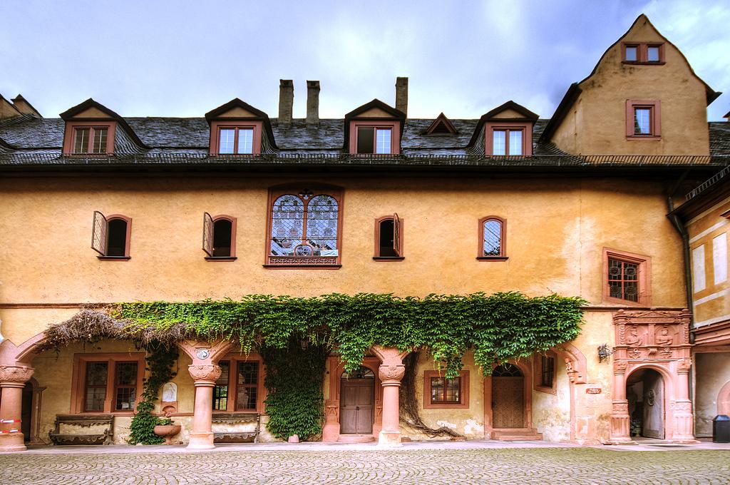 Галерея: Интересные места Германии: Меспельбрунн – замок у воды рис 2