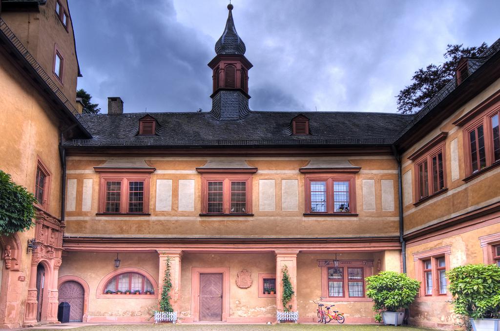 Галерея: Интересные места Германии: Меспельбрунн – замок у воды рис 4