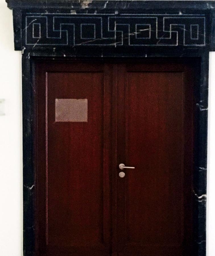 Политика: Депутатов от АдГ и СвДП разместят в здании со свастикой
