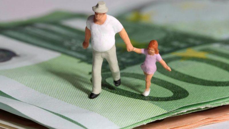 Закон и право: Бабушка и дедушка могут получать пособие за своих внуков