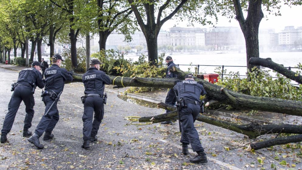 Погода: В Германии бушует ураган: есть погибшие рис 2