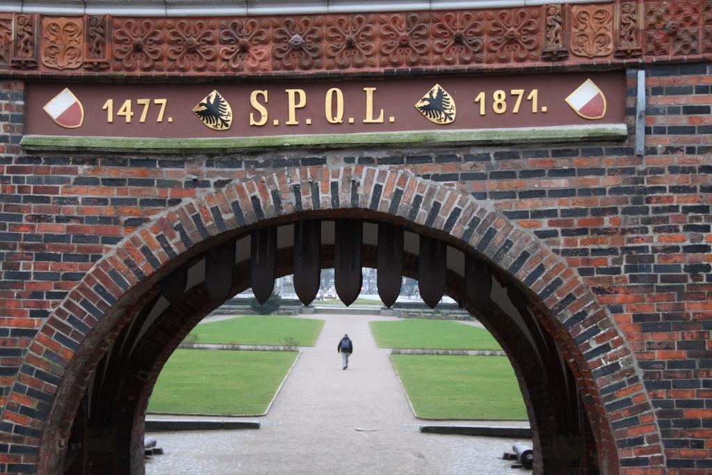 Галерея: Интересные места Германии: Голштинские ворота рис 2